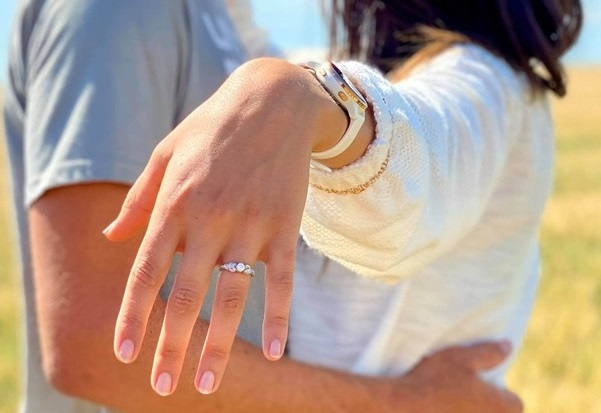 Secrets of the Hand: The best style engagement ring for your hand